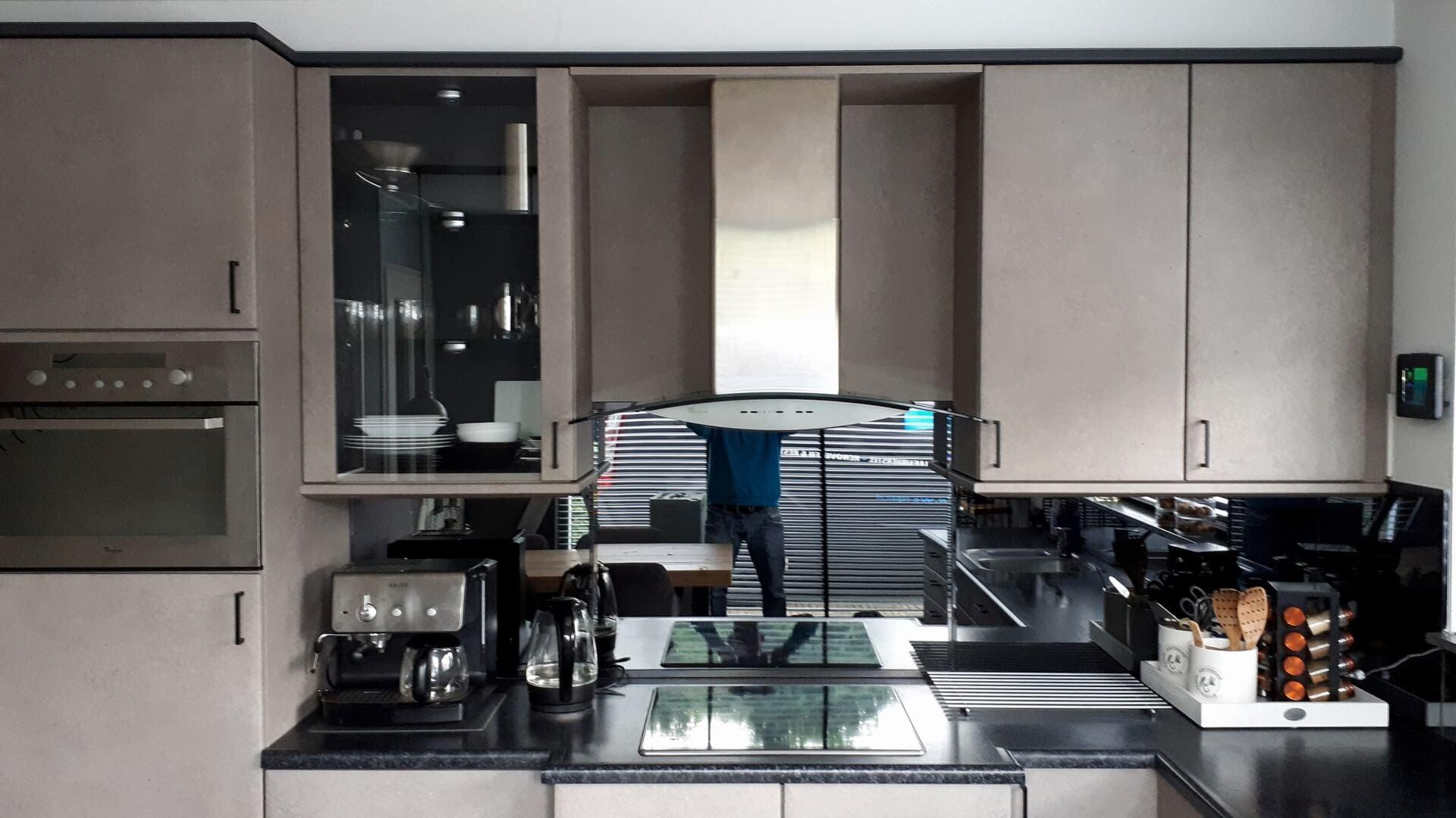 beuken keuken wrappen interieurfolie betonlook / antraciet