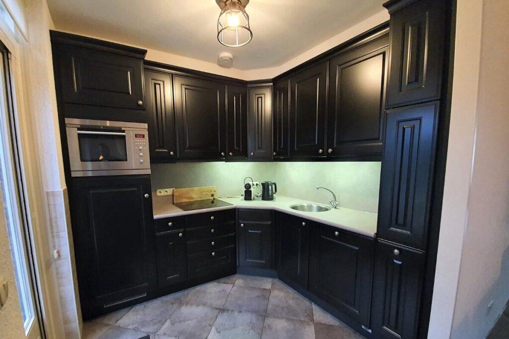 Keuken renovatie spuiten - wrappen zwart - betonlook 2