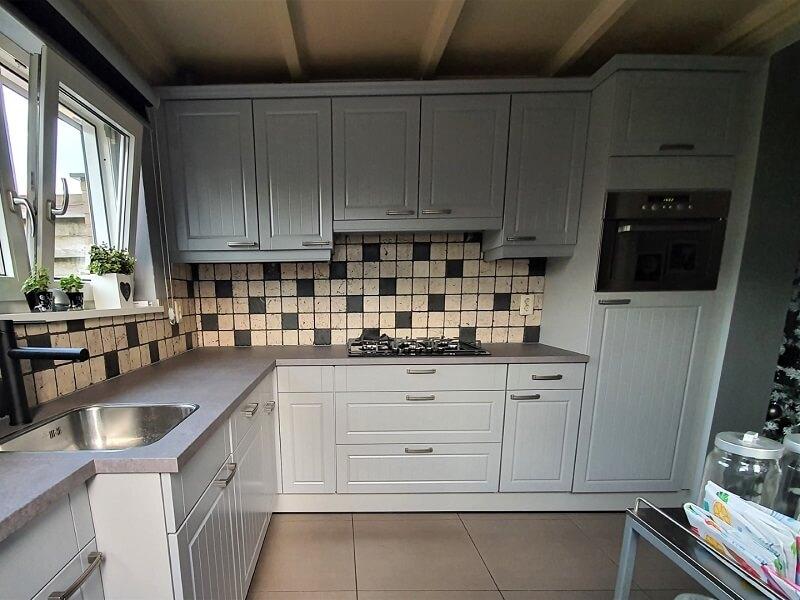 Keuken spuiten & folie, grijs-betonlook 4