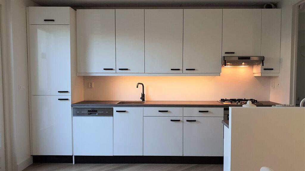 Keukenwrap hoogglans wit - beton 2.1