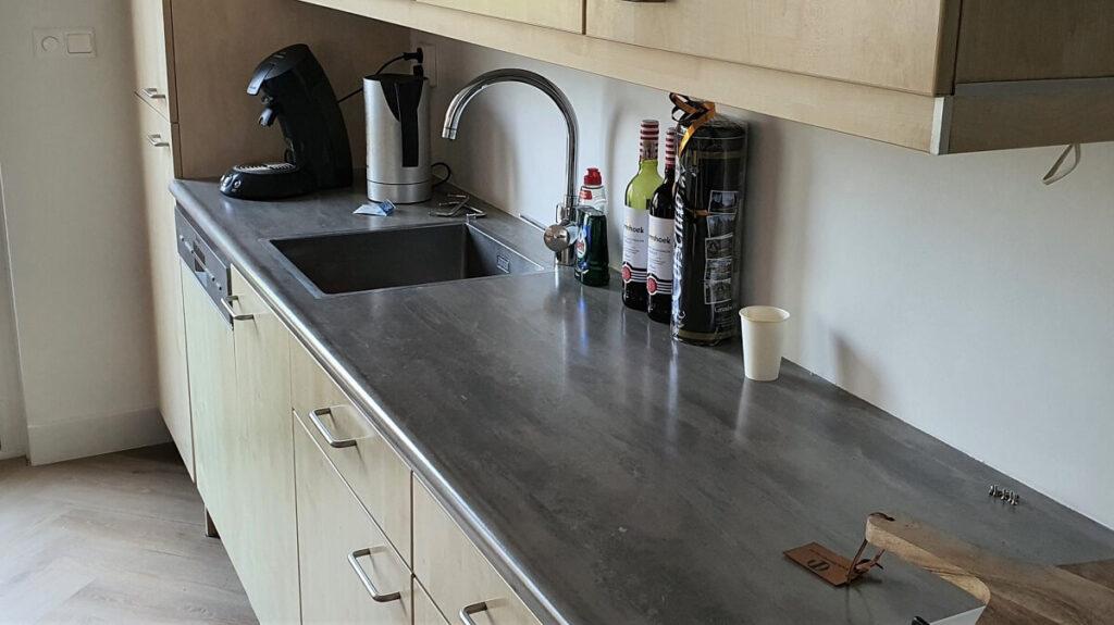 Keukenwrap hoogglans wit - beton 3