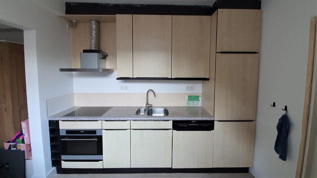 keukenwrap zwart - betonlook licht 1