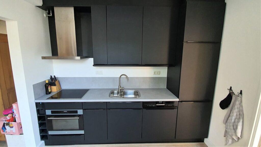 keukenwrap zwart - betonlook licht 2