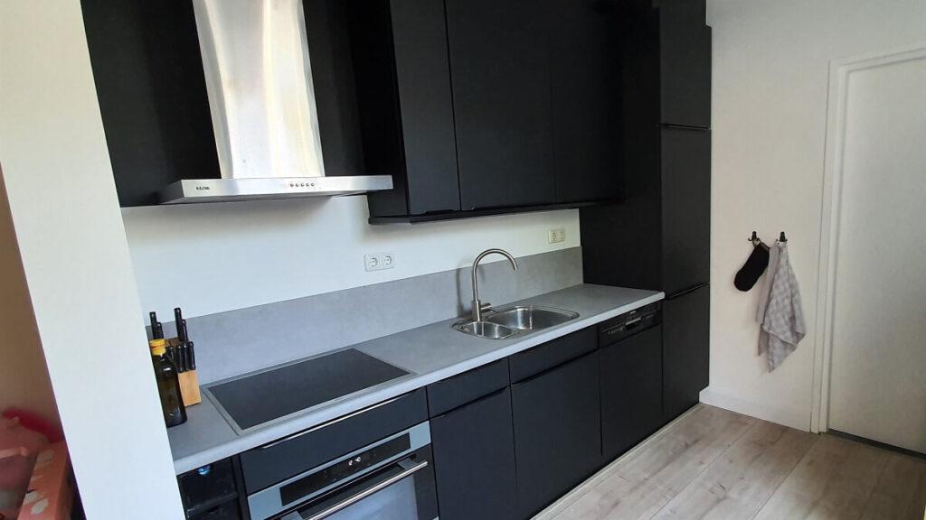 keukenwrap zwart - betonlook licht 4